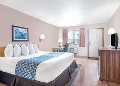 Days Inn by Wyndham Spearfish - Spearfish - Bedroom