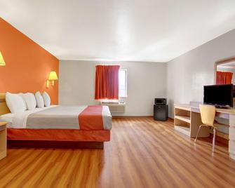 Motel 6 Espanola Nm - Española - Bedroom