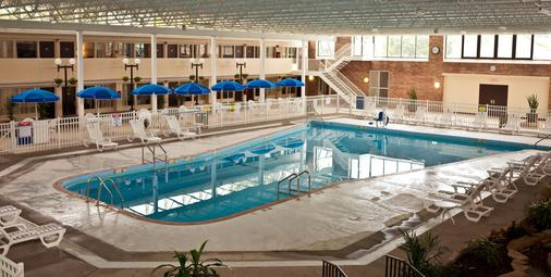 Garden Hotel And Conference Center - South Beloit - Pool