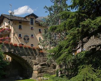 Hotel Cecchin - Aosta - Building