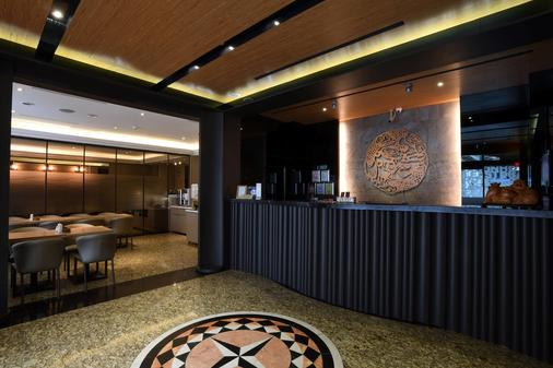 East Dragon Hotel - Taipei - Front desk