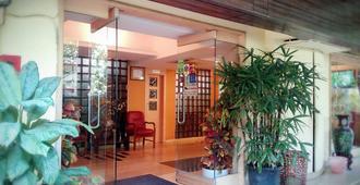 Hotel Plaza - Bombay - Lobby