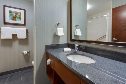Drury Inn & Suites Gainesville - Gainesville - Bathroom