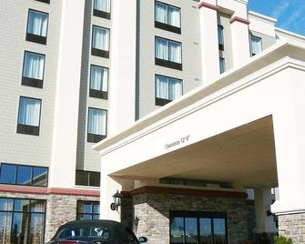 Hampton Inn & Suites by Hilton Moncton - Монктон - Building