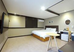 Elysee Hotel - Busan - Makuuhuone