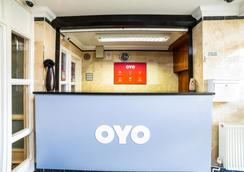 OYO Kingsley Hotel - Bournemouth - Front desk