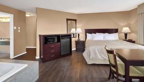 Days Inn by Wyndham Kamloops BC - Kamloops - Bedroom