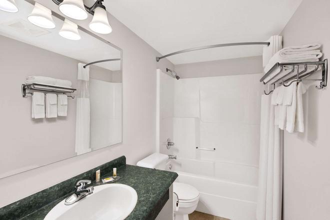 坎盧普斯戴斯酒店 - 坎盧普斯 - 坎盧普斯 - 浴室