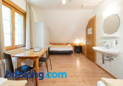 Hostel by Randolins - St. Moritz - Bedroom