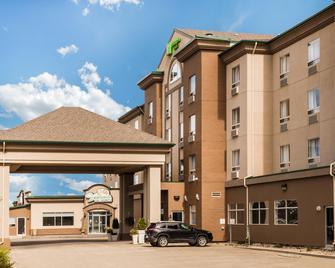 Holiday Inn & Suites Grande Prairie Conference Center - Grande Prairie - Byggnad