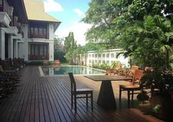 Athena Hotel - Pakse - Pool