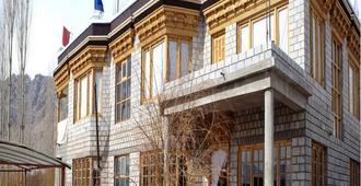 Hotel Nezer Holiday Inn - Leh