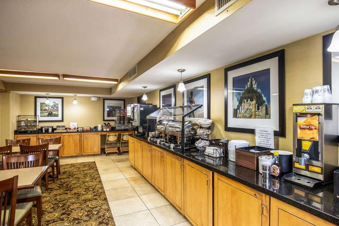 Clarion Inn and Suites Central I-44 - Tulsa - Buffet