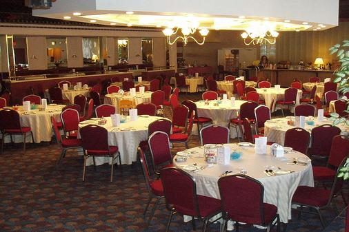 Tiki Resort - Lake George - Banquet hall