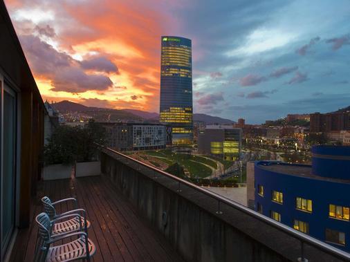 Gran Hotel Domine Bilbao - Bilbao - Balcony