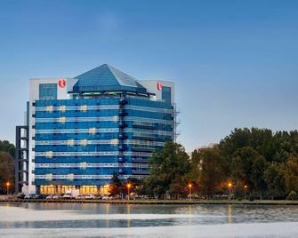 Ramada by Wyndham Constanta - Constanţa - Building