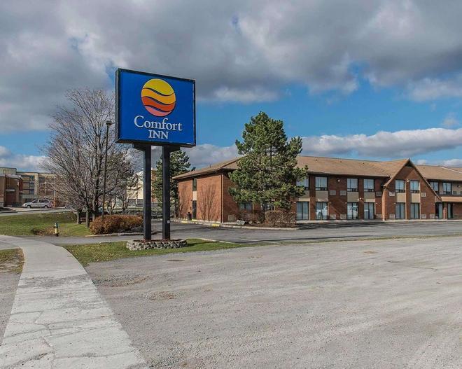 Comfort Inn Hwy. 401 - Kingston - Edificio
