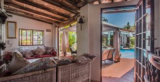 Honeypot Guesthouse - Umhlanga - Living room