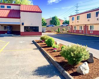 Rodeway Inn Willamette River - Corvallis - Building