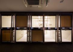 Capsule Hotel Cube - Hiroshima - Dotazioni in camera