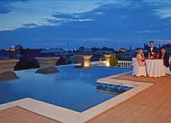 亞克辛拿飯店 - 巴東 - 游泳池