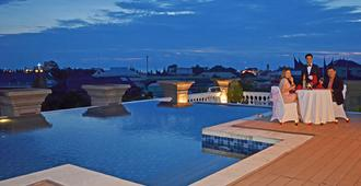 The Axana Hotel - Padang