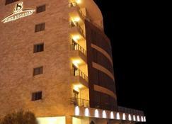 Jounieh Suites Hotel - Jounieh - Rakennus