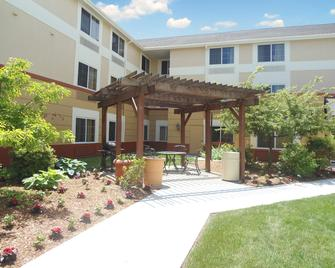 Extended Stay America Suites - Boston - Westborough - Computer Dr - Westborough - Budova