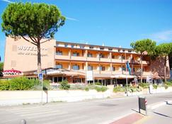 Hotel Riva Dei Cavalleggeri - Bibbona - Edifício