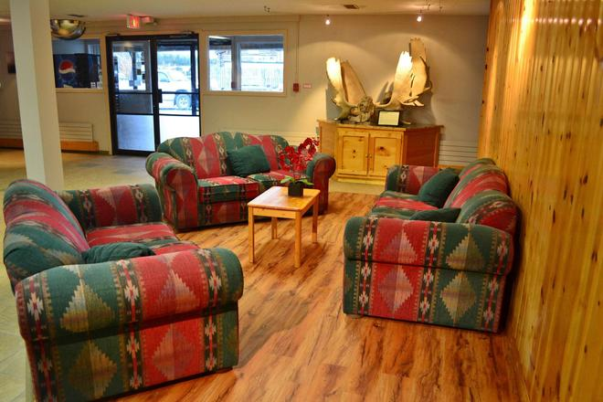 Canadas Best Value Inn River View Hotel - Whitehorse - Living room