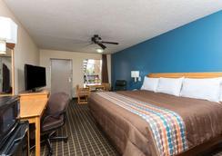 Days Inn by Wyndham Forest - Forest - Bedroom