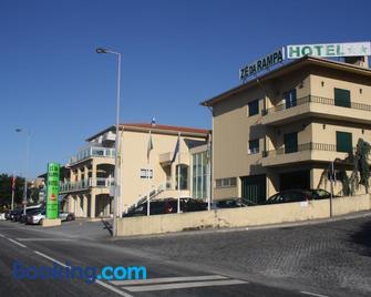 Ze da Rampa Hotel - Santo Tirso - Building
