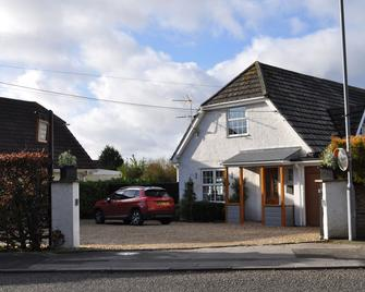 Canford Crossing - Wimborne - Building