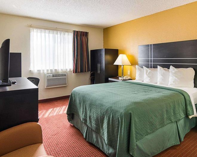 Quality Inn - Chesapeake - Bedroom
