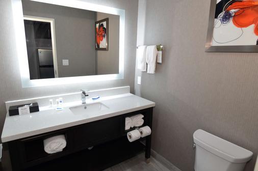Best Western Plus Executive Residency Baytown - Baytown - Bathroom