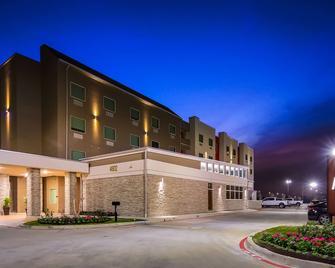 Best Western Plus Executive Residency Baytown - Baytown - Building