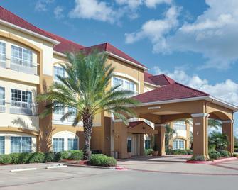 La Quinta Inn & Suites by Wyndham Bay City - Bay City - Building