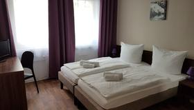 Hotel Pension Eberty - Berlin - Bedroom