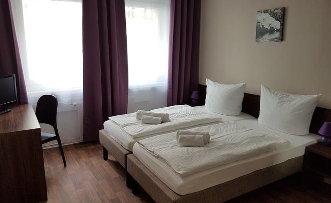 Hotel Pension Eberty - Berliini - Makuuhuone