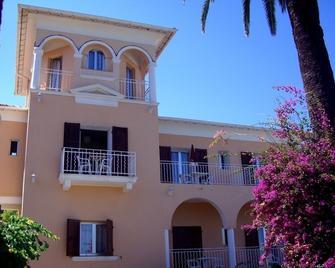 Hôtel Reine D'Azur - Рокбрюн-Кап-Мартен - Building