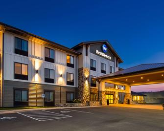 Best Western Shelby Inn & Suites - Shelby - Building