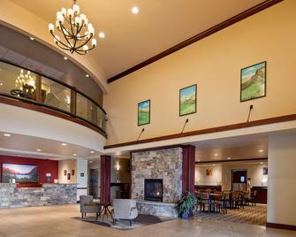 Best Western Shelby Inn & Suites - Shelby - Lobby