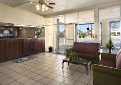 Days Inn by Wyndham Santa Fe New Mexico - Santa Fe - Lobby
