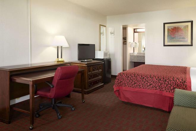 Days Inn by Wyndham Santa Fe New Mexico - Santa Fe - Bedroom