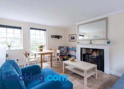 New King Street Apartment - Bath - Living room