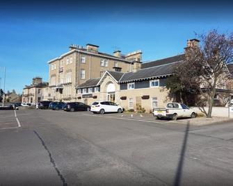 Laichmoray Hotel - Elgin - Building