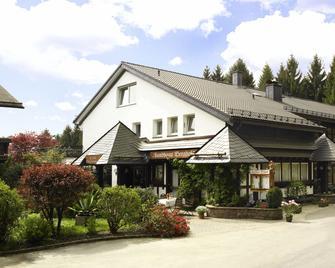 Hotel Landhaus Berghof - Wenden - Building