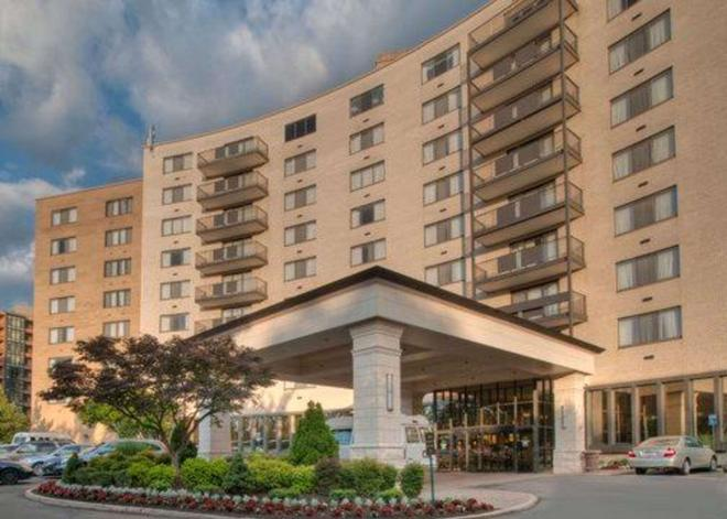 Clarion Collection Hotel Arlington Court Suites - Arlington - Building