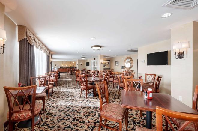 Clarion Collection Hotel Arlington Court Suites - Arlington - Restaurante
