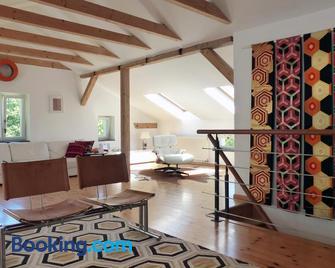 Villa am Trumpf - Individuelle Ferienwohnungen am See - Prenzlau - Wohnzimmer